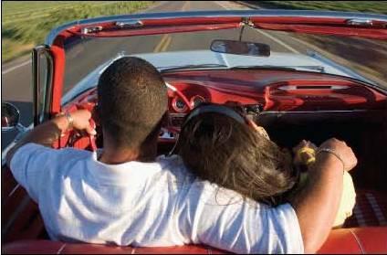 amoureux en voiture