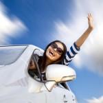 femme heureuse voiture