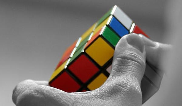 resoudre-rubiks-cubes-jonglant-L-8qGfqS